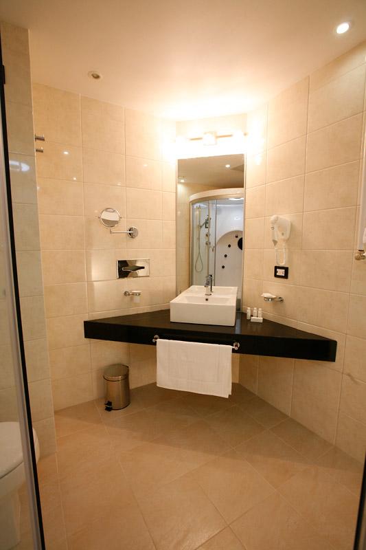 Hotel Guest Room: Hotel Mira Sakhalin